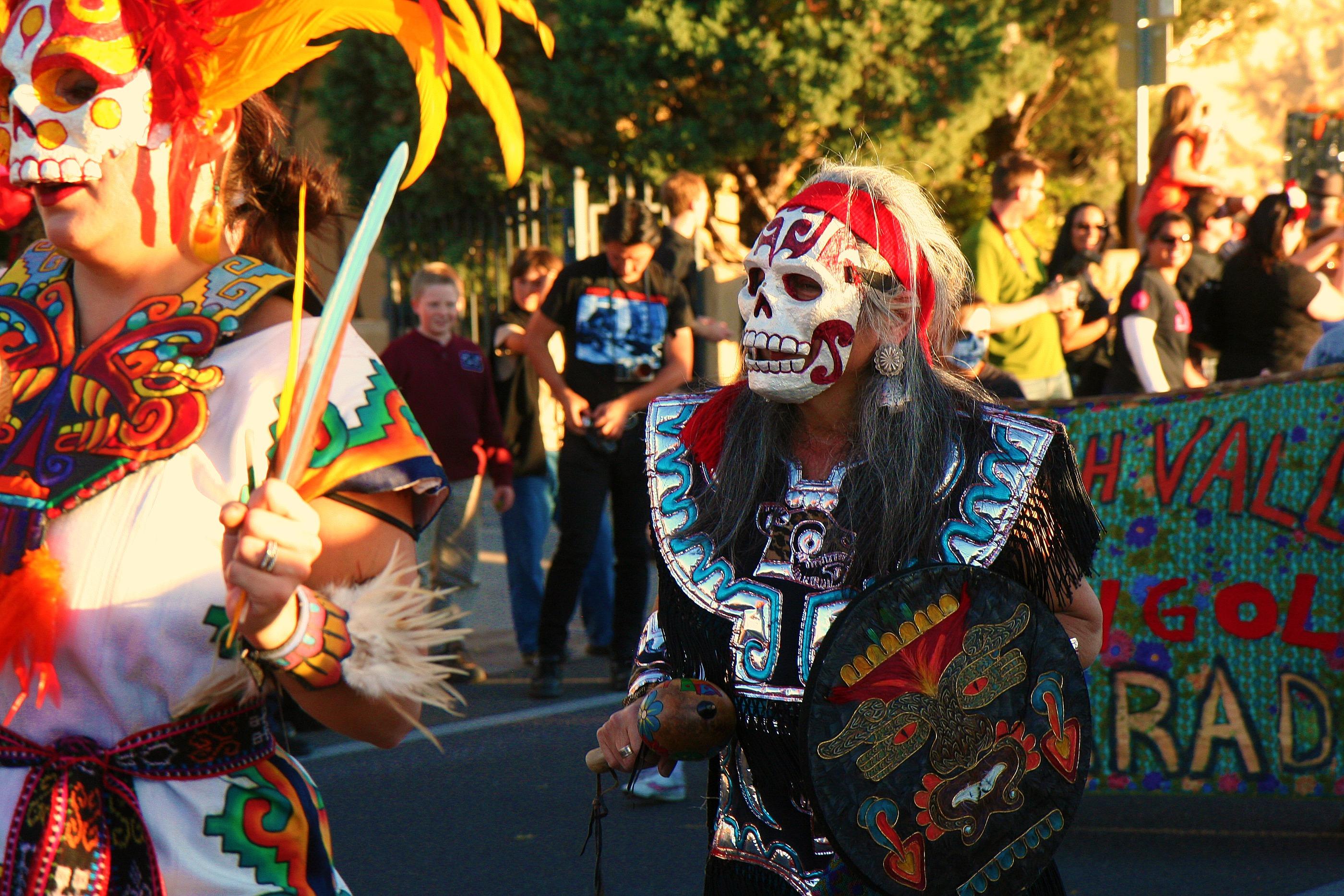 Los dias de los muertos is a mexican custom that celebrates loved ones